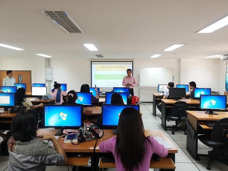 ภาพกิจกรรมอบรมโปรแกรมคอมพิวเตอร์ประยุกต์สำหรับเพิ่มประสิทธิภาพองค์กร